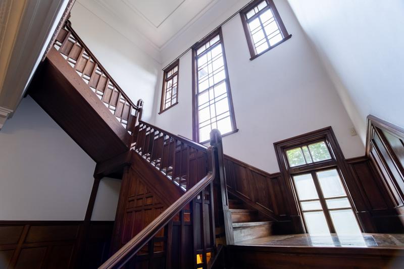 旧石川組製糸西洋館の階段