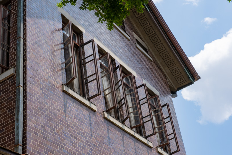 旧石川組製糸西洋館の窓