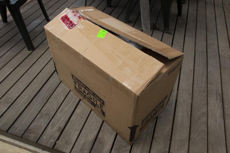 CMS・パーツショップから配送された荷物
