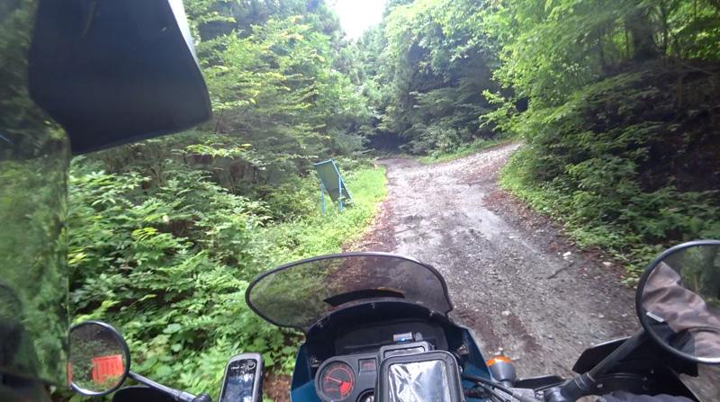 林道・東御荷鉾線と県道177号線との分岐