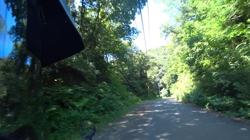 志田峠の砂利道〜相模原市側へ下りる舗装路