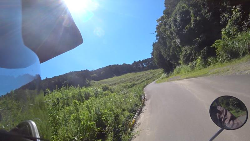 志田峠の砂利道〜高原感のある開けた場所