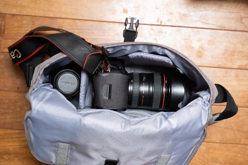 OUTDOOR PRODUCTS カメラショルダーバッグ05