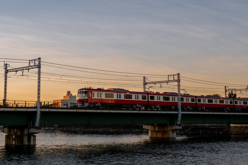 京急京浜鶴見川橋梁と京急電車