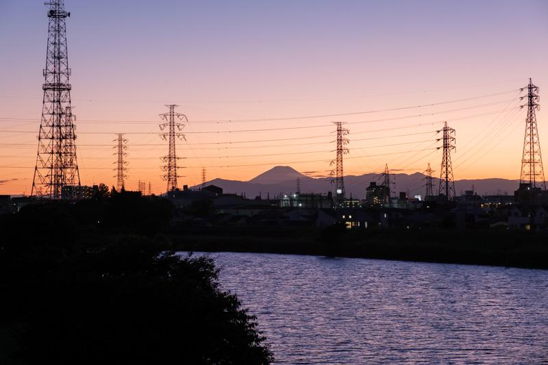 鷹野橋人道橋からの富士山の眺め