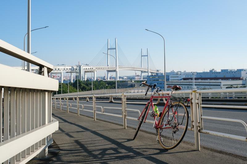 鶴見つばさ橋からの横浜ベイブリッジ