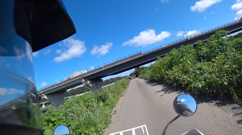 中津川河川敷(厚木付近)の砂利道